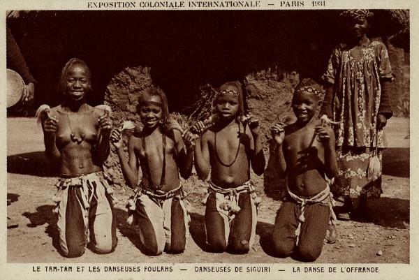 Les_danseuses_Foulahs_de_Siguiri_Exposition_Coloniale_Paris_1931kl